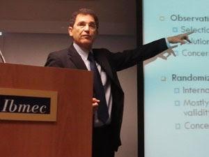 Brasil precisa cobrar e recompensar professor, diz economista israelense