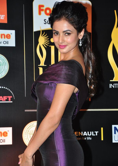 Sonal Chauhan Photos at IIFA Utsavam Awards 2016