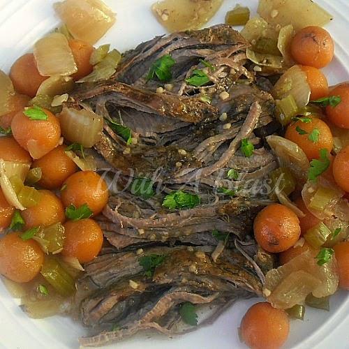 Best Slow-Cooker Pot Roast ~ Tender, juicy beef with vegetables all cooked in the slow-cooker #BeefRoast #Casserole #PotRoast #SlowCooker