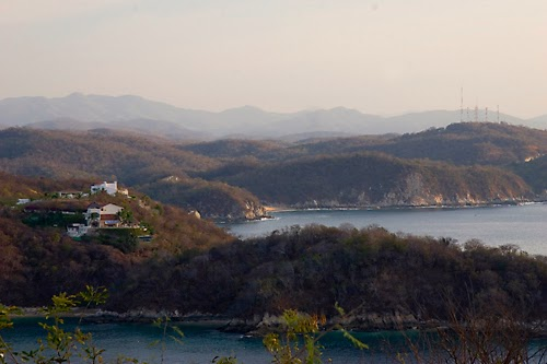 how to get to huatulco from mexico city