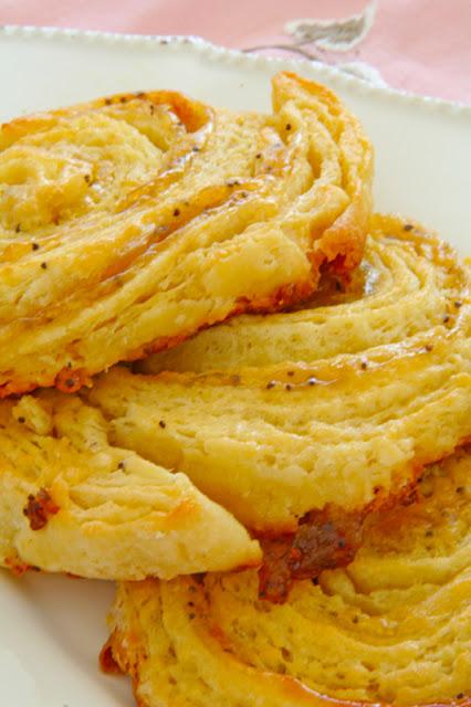 Croissants with lemon poppy seed curd –  Κρουασάν γεμιστά με κρέμα λεμονιού και παπαρουνόσπορο