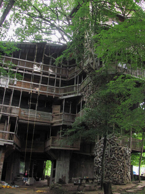 Biggest Treehouse In The World 2013 the world's biggest treehouse.