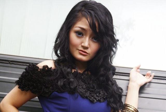 Kumpulan Foto Paling Seksi Penyanyi Dangdut Siti Badriah (Sibad)
