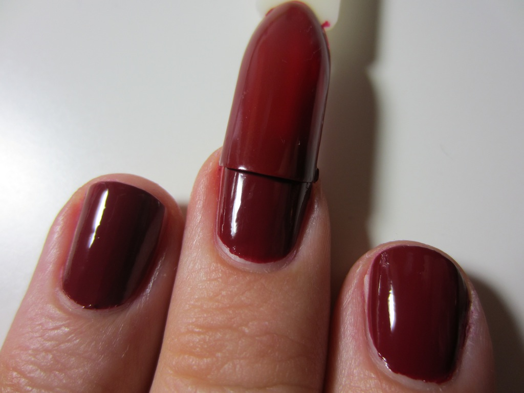 Schöne Nagellacke: Chanel Rouge Fatal 487