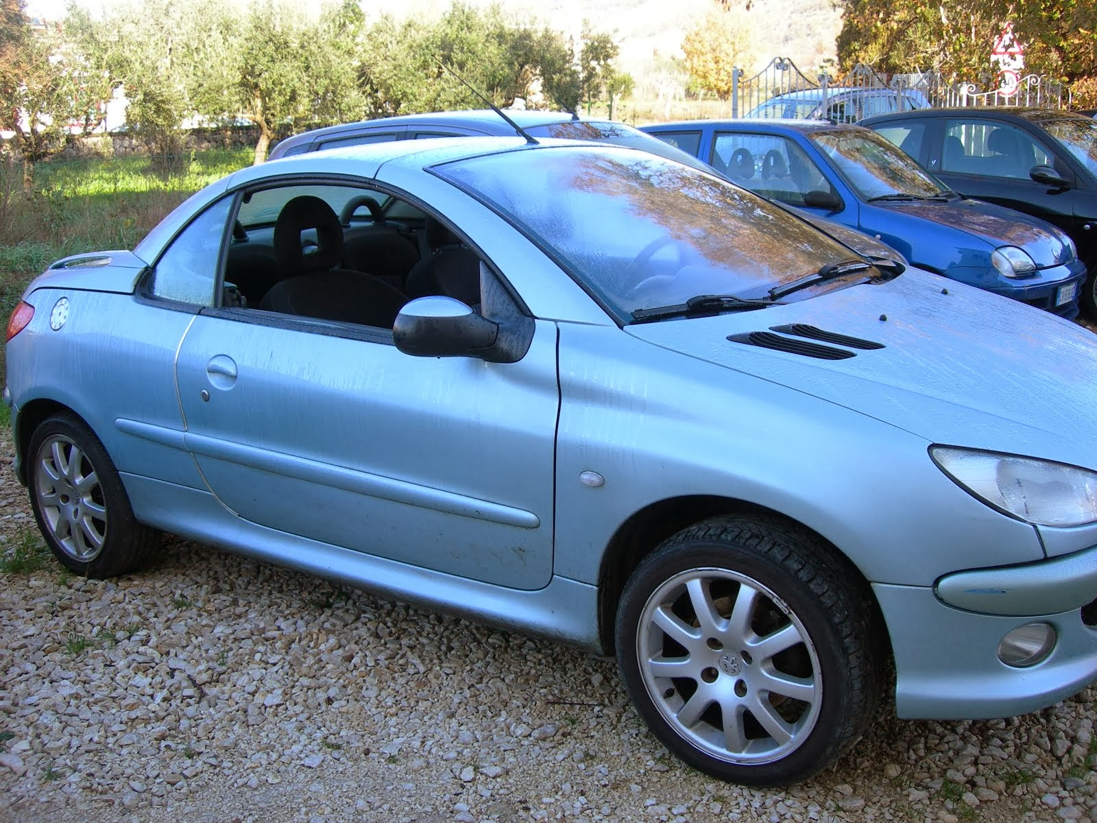 Peugeot 206 C.C 1.6 benzina Anno 2003 full optional 2.500,00 euro