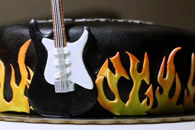 Tort rockowy z gitarą