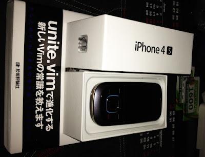 盒子裡黑色的是舊手機