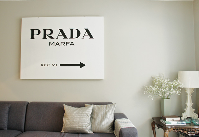 rocco en mi sofa eso lo quiero yo prada marfa. Black Bedroom Furniture Sets. Home Design Ideas