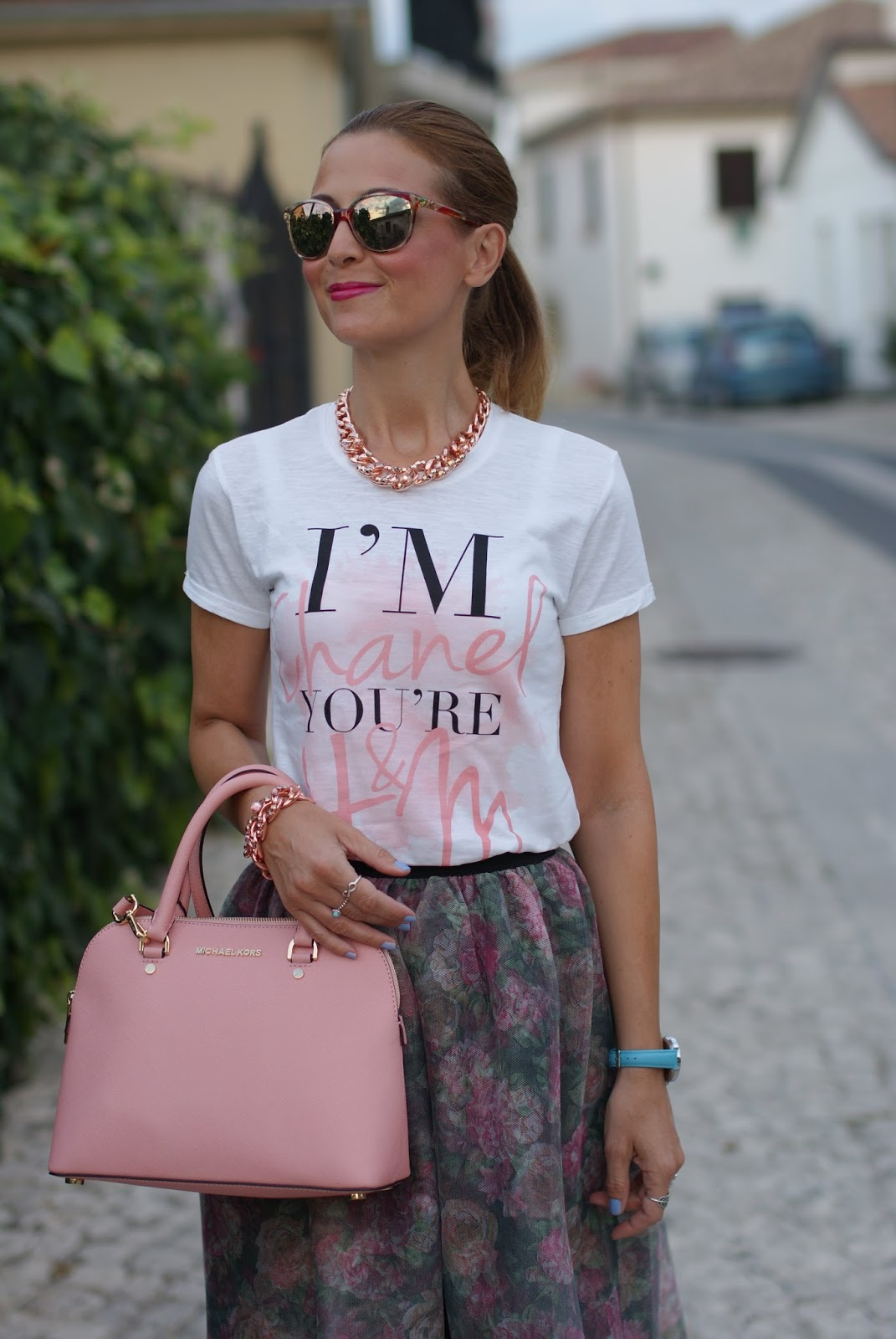 Walktrendy tulle skirt for a pink  bag and a romantic outfit on Fashion and Cookies fashion blog