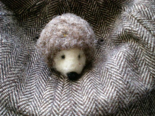 Hedgehog pin brooch by Mirtilio