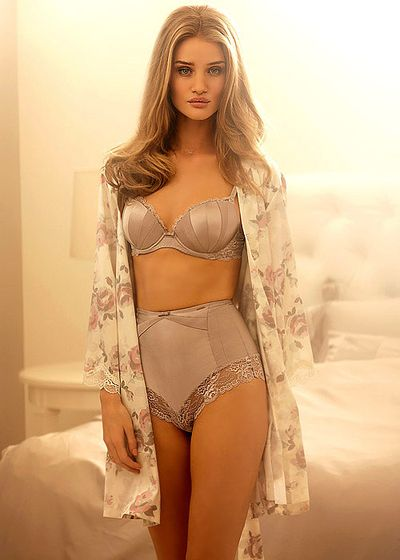 Rosie+Huntington-Whiteley Bra Photos