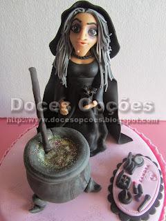 bruxa modelada em pasta de açucar