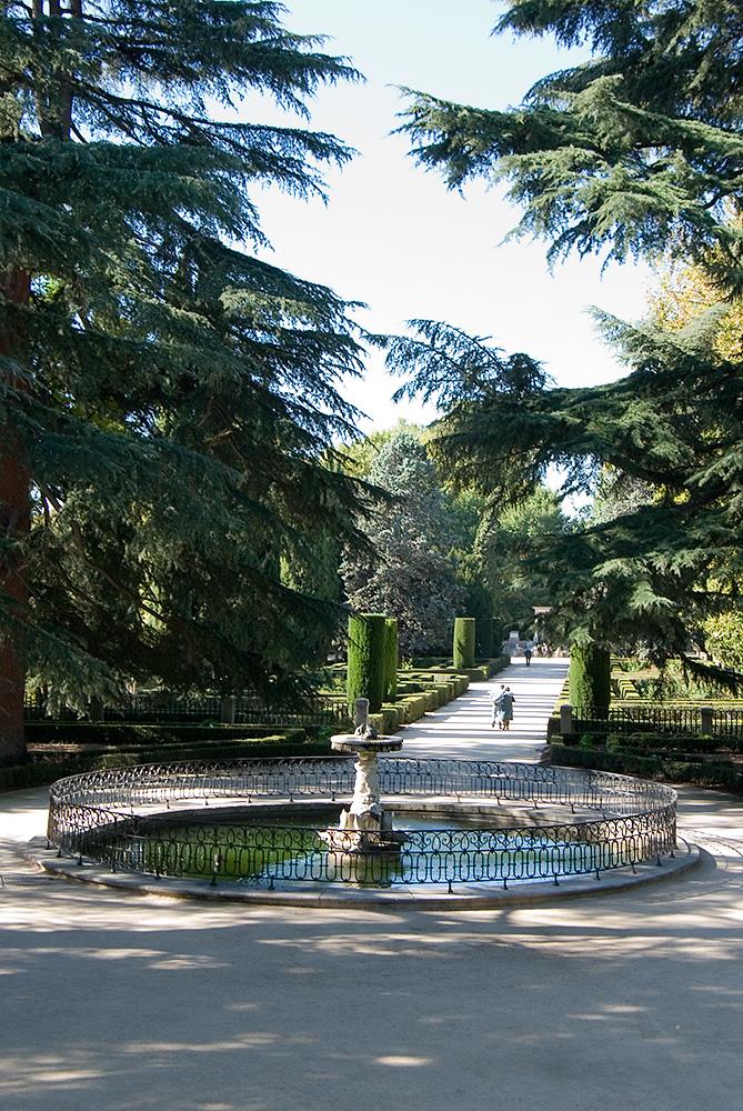 Jubilocios paseo por los jardines de el capricho en madrid for Jardines el capricho