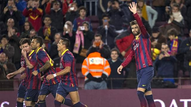 برشلونة يكرم وفادة ملقا بثلاثية افتتحها بيكيه