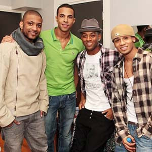 JLS - She Makes Me Wanna Lyrics | Letras | Lirik | Tekst | Text | Testo | Paroles - Source: mp3junkyard.blogspot.com