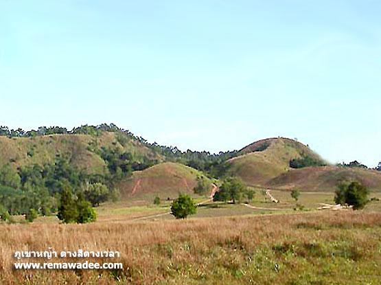 ภูเขาหญ้าสองสีภูเขาหญ้า หรือเขาหัวล้าน จังหวัดระนอง
