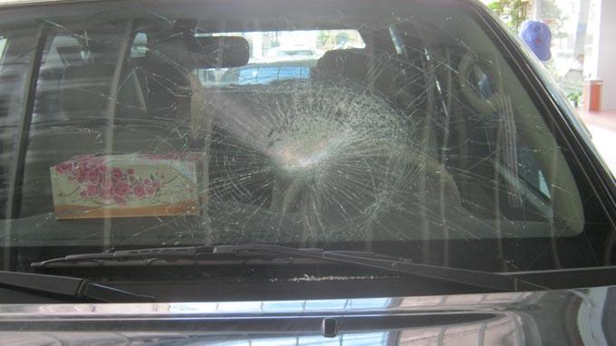 Ném đá vào xe chạy trên đường cao tốc