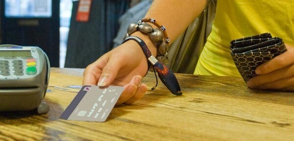 pangsa pasar kartu kredit indonesia