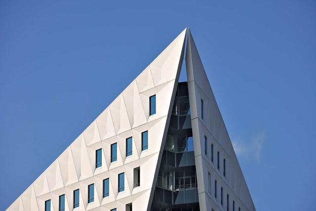 05-Municipal-Office-Leyweg-by-Rudy-Uytenhaak
