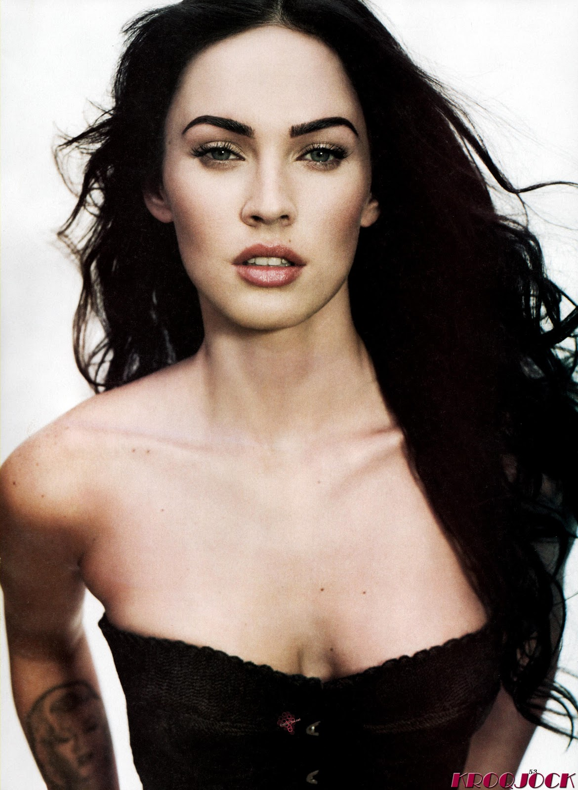 http://1.bp.blogspot.com/-b-K2NPpfAO8/Te864fqBMfI/AAAAAAAAAIs/ayM2MoGioAk/s1600/Megan-Fox_NET_ROLLING_STONE_October_1_2009_Issue_1088_Scanned_by_KROQJOCK_UHQ4.jpg
