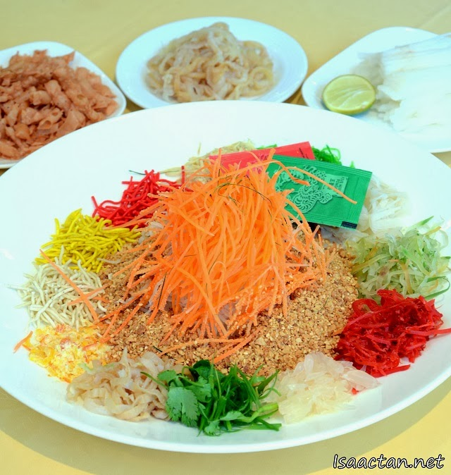 The customary Jellyfish Yee Sang (Toh Yuen Chinese Restaurant Hilton PJ Chinese New Year 2014 Set Menu)