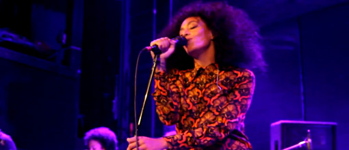 Solange gives trueness on stage at the Bowery ballroom. Makes Beyoncé take a seat in the crowd | randomjpop.blogspot.co.uk