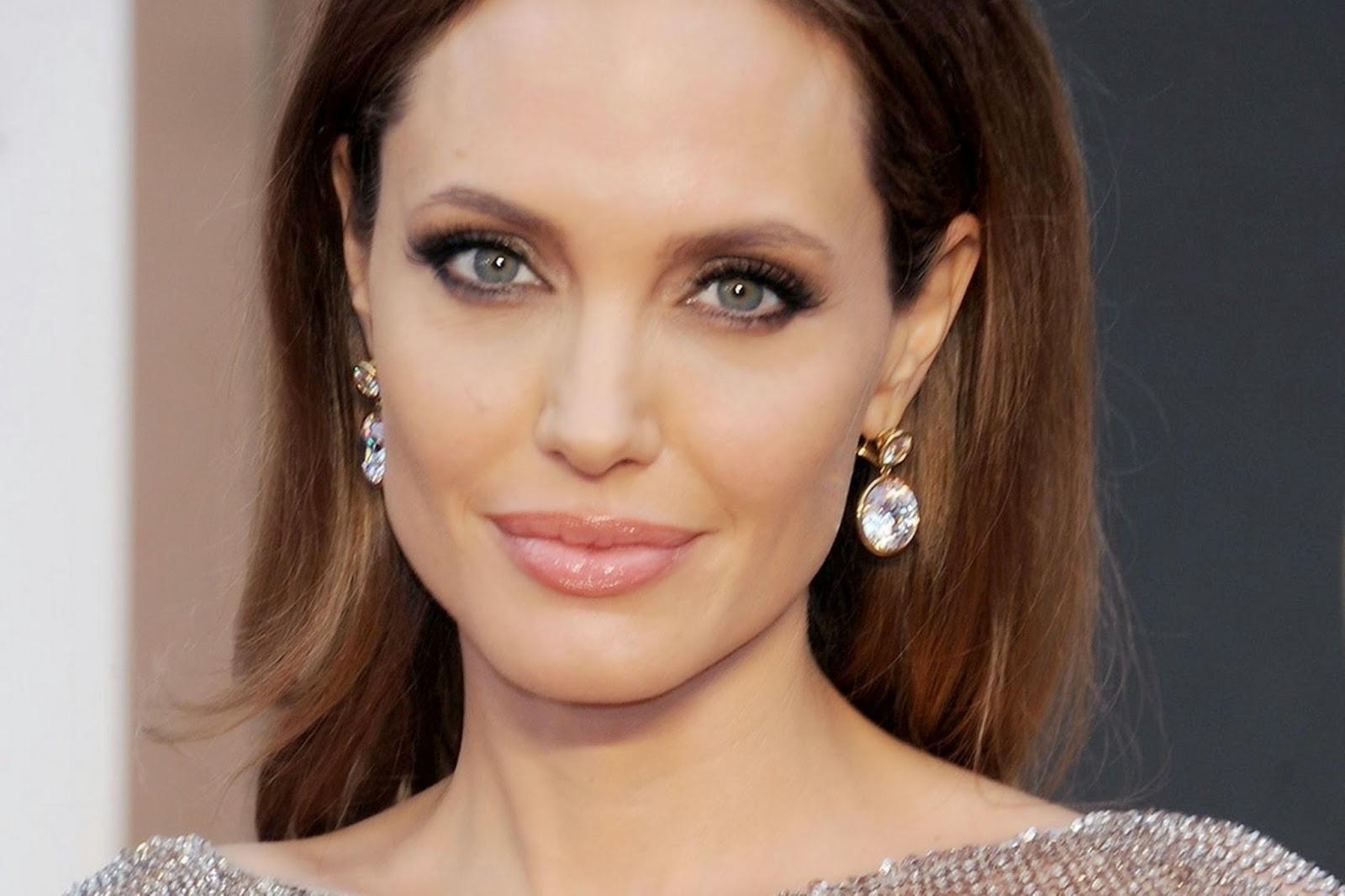 "<img src=""http://1.bp.blogspot.com/-b-eNXQKXzQs/VDBH2Xc5ePI/AAAAAAAAA6Y/I9tA5N3p44w/s1600/angelina.jpeg"" alt=""Top 5 Most Beautiful Womens in the World 2014 to 2015"" />"