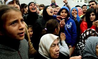 Θέλουν να αφανίσουν τον Έλληνα:Financial Times- Η Ελλάδα να ανταλλάξει… χρέος με πρόσφυγες!