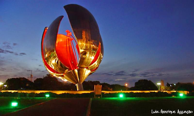 Floralis Henerika or the Generic Flower in Latin, is one of the most brilliant and fascinating artistic symbols, made of steel and aluminum in Buenos Aires, Argentina.