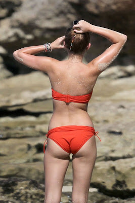 miley-cyrus-bikini-in-hawaii-beach