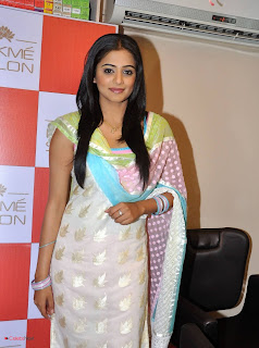 Priyamani Pictures in Salwar Kameez at Lakme Salon Launch at Secundrabad  0006