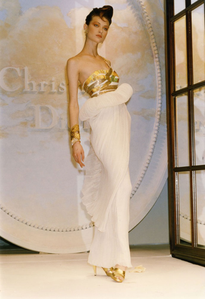 Shalom Harlow in Christian Dior Fall/Winter 1989 Haute Couture collection by Gianfranco Ferre