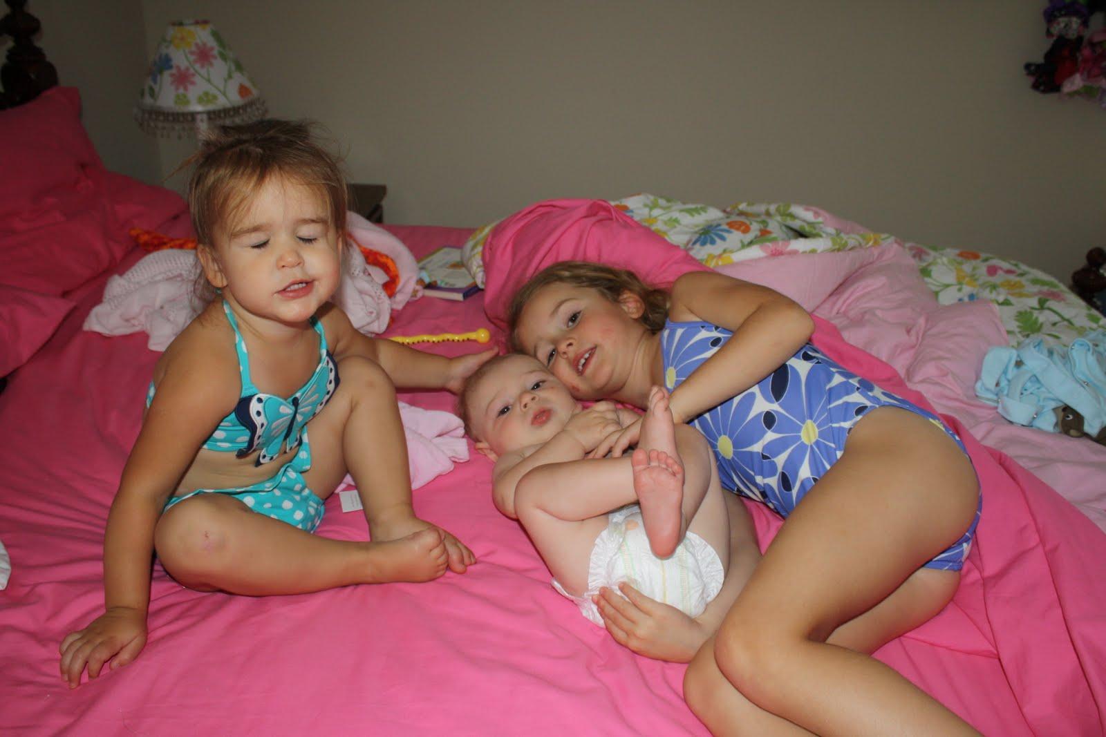 the girls kissing c good morning little girls are sooo sweet