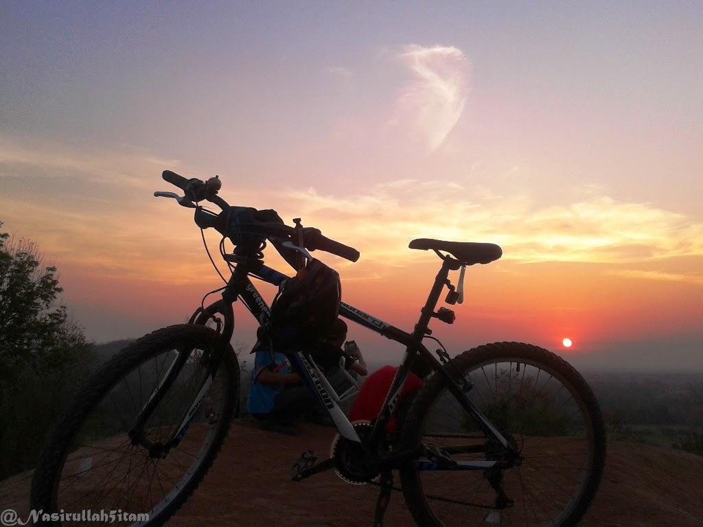 Indahnya sunset di Bukit Candi Abang, Berbah, Sleman
