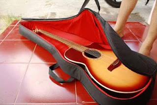 Lapisan dalam tas gitar beludru