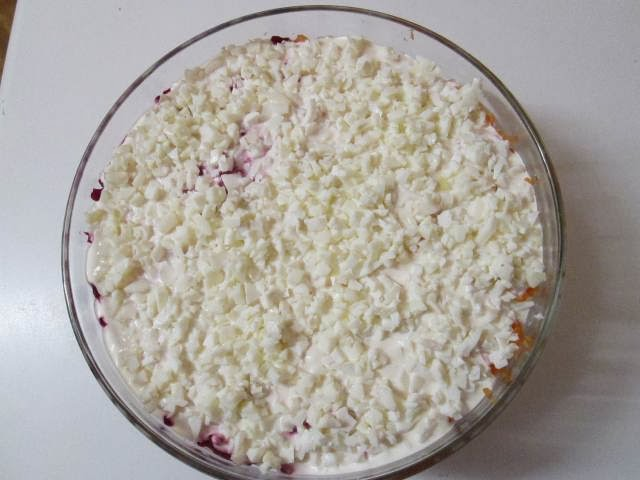 http://czterylewerecewkuchni.blogspot.com/2013/12/sledzie-pod-pierzynka.html