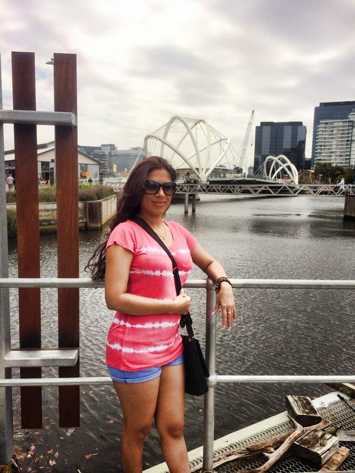 Anusha Rajapaksha hot legs