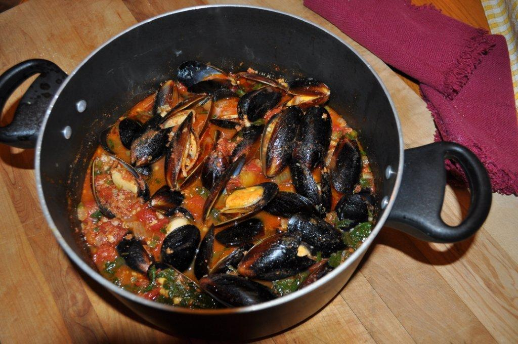 The Friday Friends: Beer Steamed Mussels with Chorizo (and my first ...