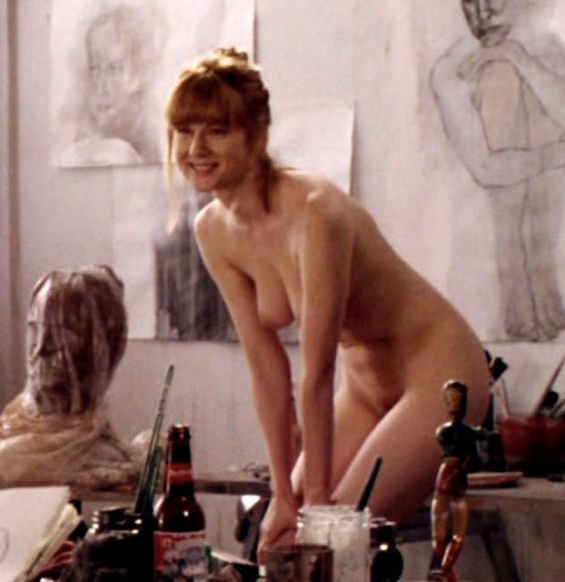 laura linney nude photo