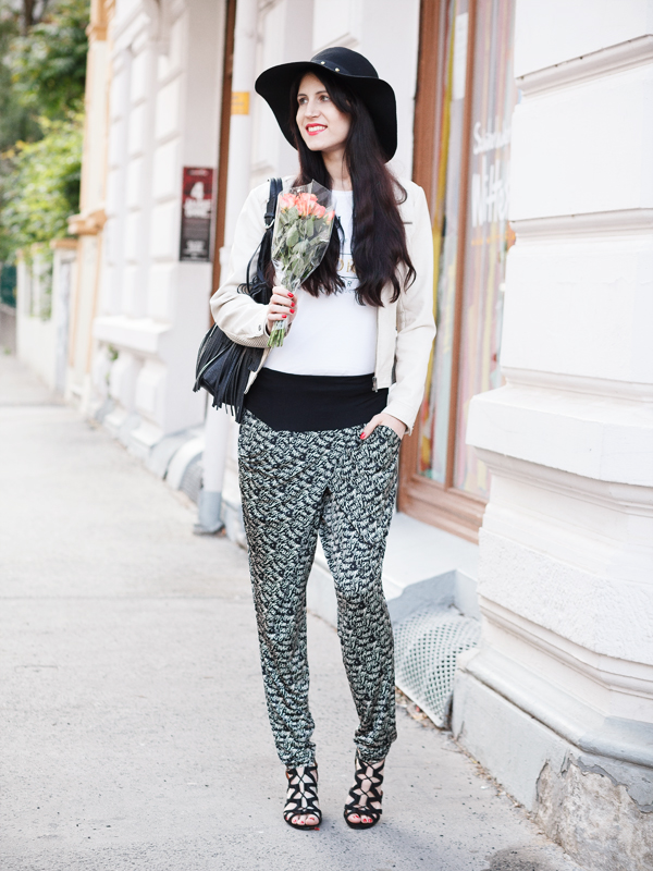 Bild Haremshose, Hut, Fashion, Fashionblogger, Hannovver, Streetstyle, Trend, Wedges, Style, Outfit of the day, Outfit, Pants, Sommer, Blogger, wie kombiniere ich, how to style , Beauty, Brunette, Gold-Schwarz, weite Hose