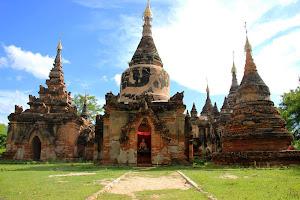 Estupas en Ava (Myanmar)