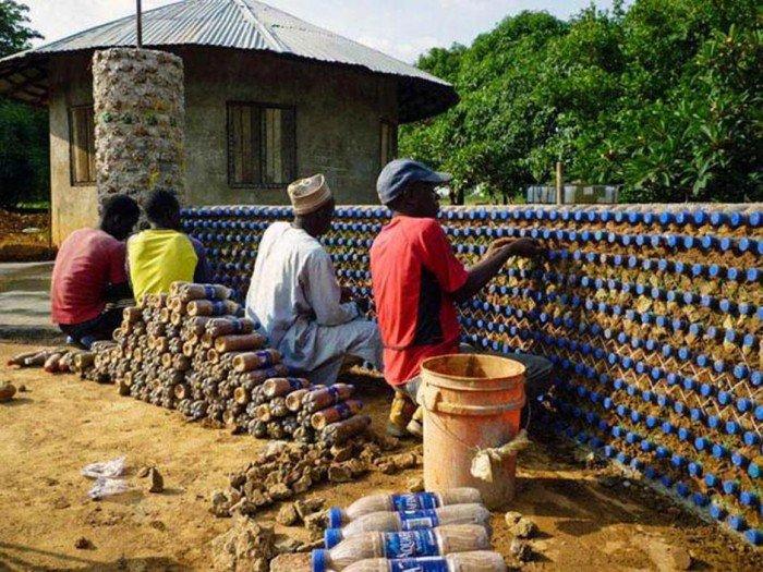 Habitação popular sustentável feita em garrafa pet