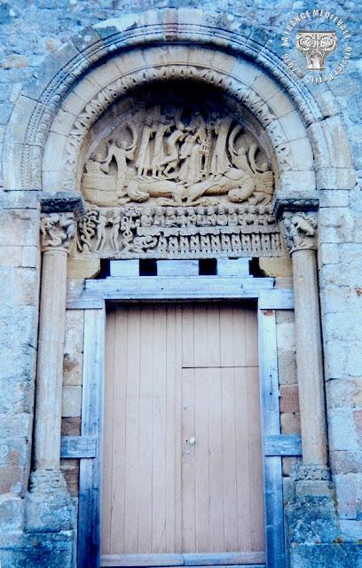 NEUILLY-EN-DONJON (03) - Portail roman de l'église Ste Marie Madeleine
