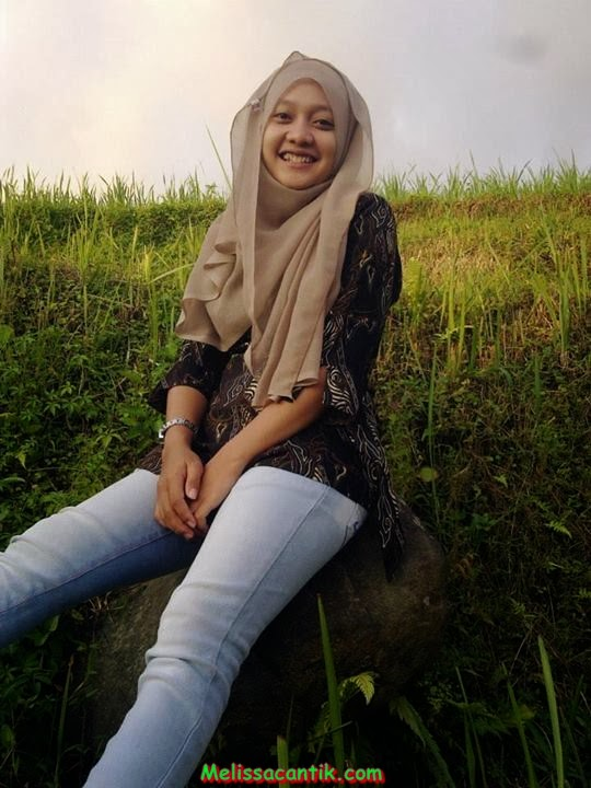 sisca indonesian young girl cute in hijab pictures