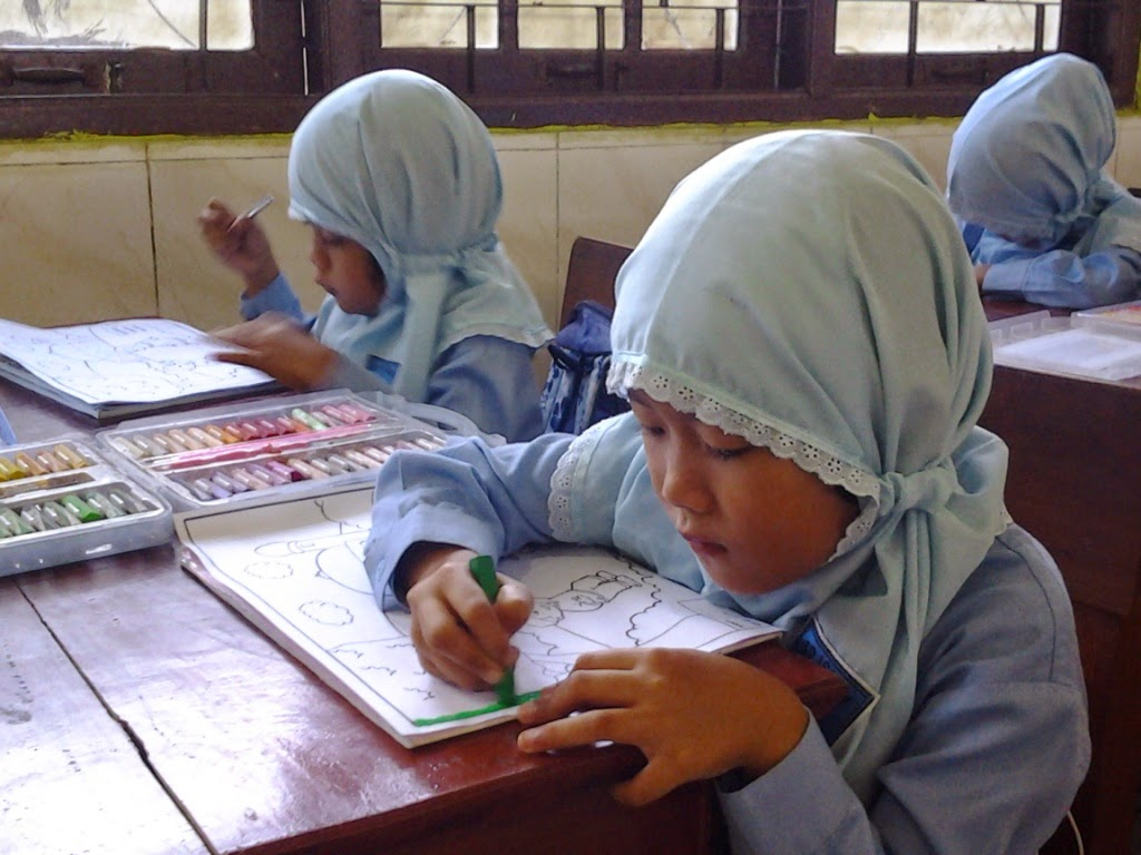 Sejak pukul 07 00 murid murid kelas 1 dan kelas 2 SD Islam Istiqomah sudah bersiap untuk mengikuti lomba mewarnai Lomba yang dilaksanakan ini