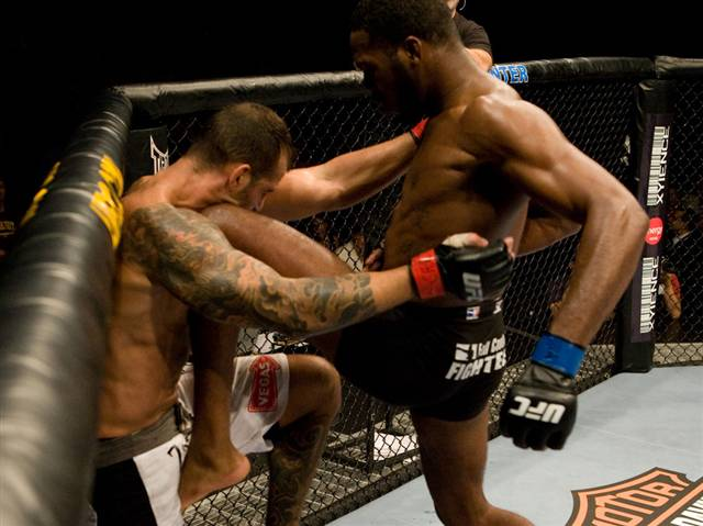 ufc mma fighter jon bones jones knee strike picture image