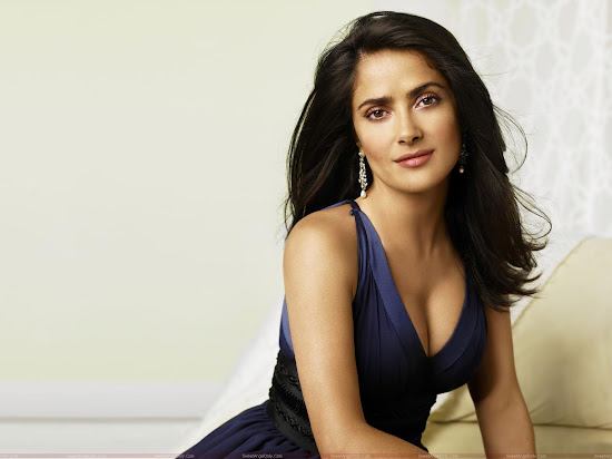 salma_hayek_hot_hq_wallpaper_in_black_Fun_Hungama