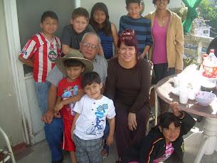 abuelos y algunos de los nietos