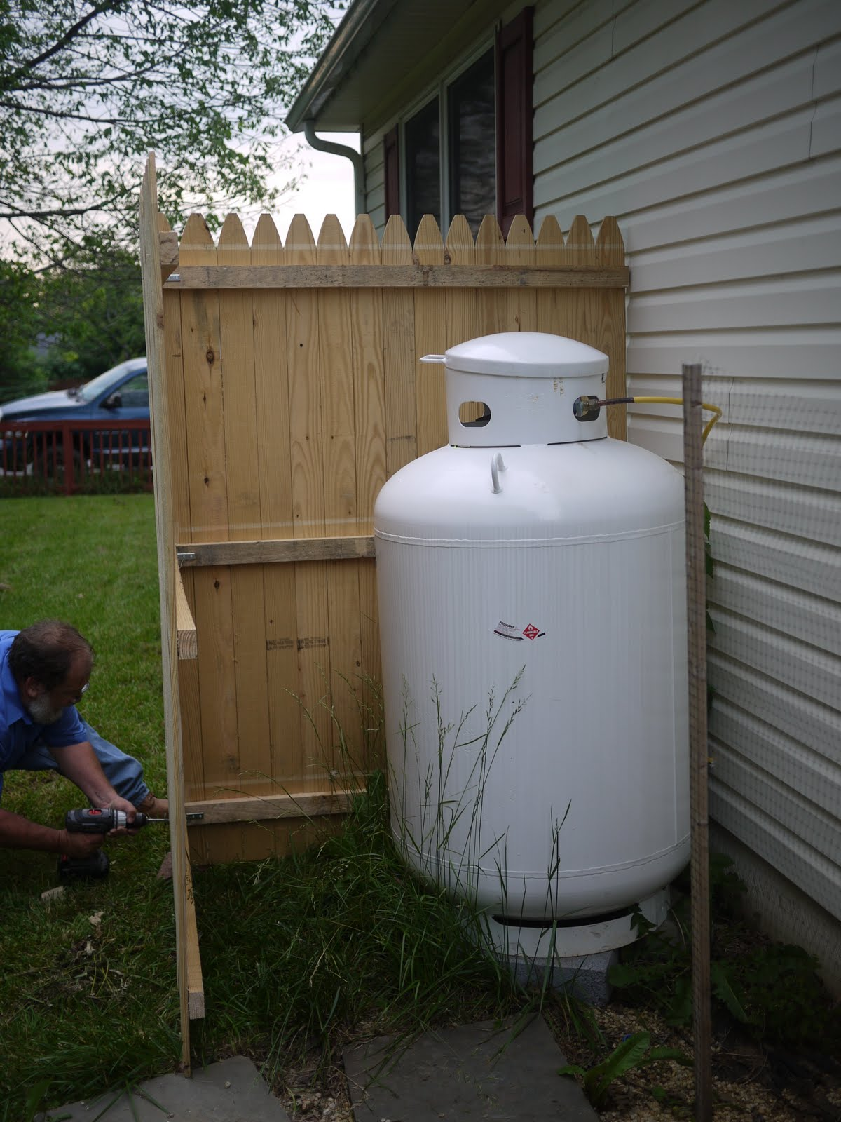 Hook up propane tank to house