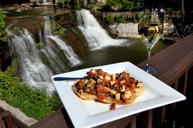 Bits pieces top 50 al fresco dining spots in cleveland for M kitchen chagrin falls